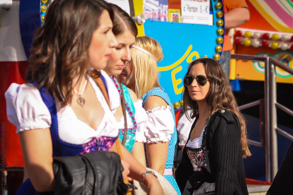 Женские выпуклости и впадины на Октоберфесте girls-Oktoberfest-(36).jpg