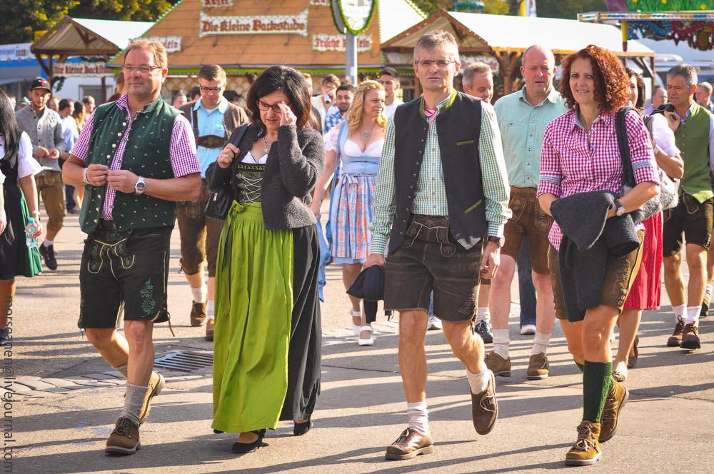 Женские выпуклости и впадины на Октоберфесте girls-Oktoberfest-(43).jpg
