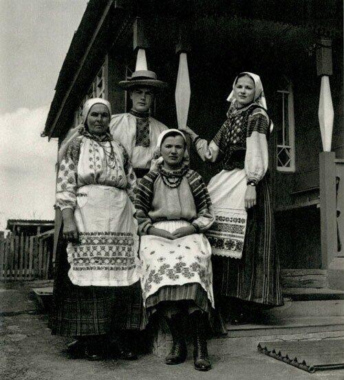 """Фото из книги """"Белорусская народная одежда"""""""