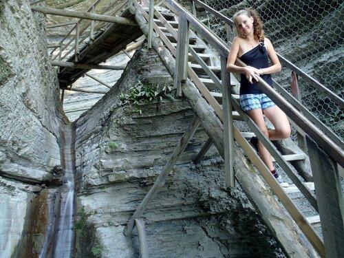 преодоление крутых лестниц