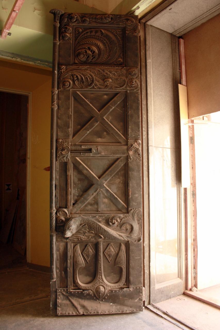 Кованые двери.