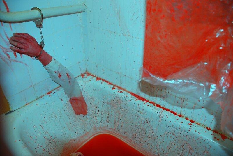 Картинки холод в венах кровь на стенах