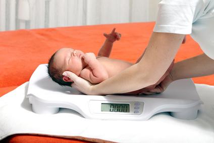 «Летние» новорожденные весят меньше