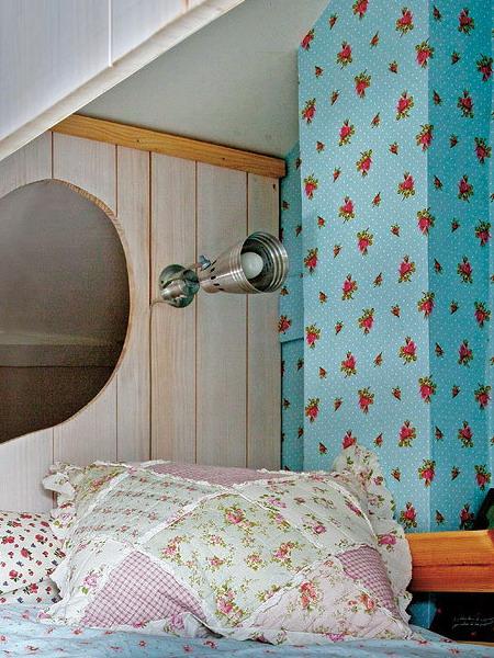little-house-in-attic-kidsroom9.jpg