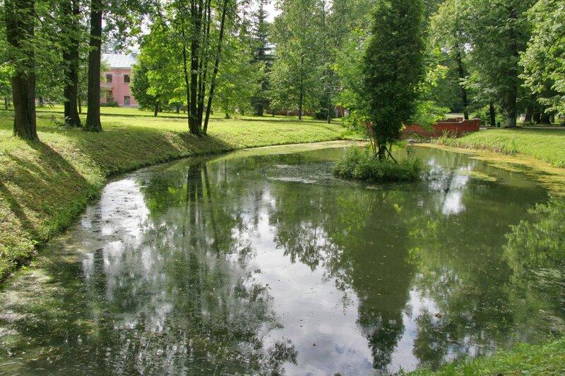 Марфино, Пруд в парке