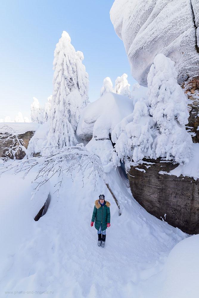 Фотография 25. Туристка в Каменном городе. Как мы ездили зимой на машине по Пермскому краю. 1/160, 0.67, 8.0, 320, 14.