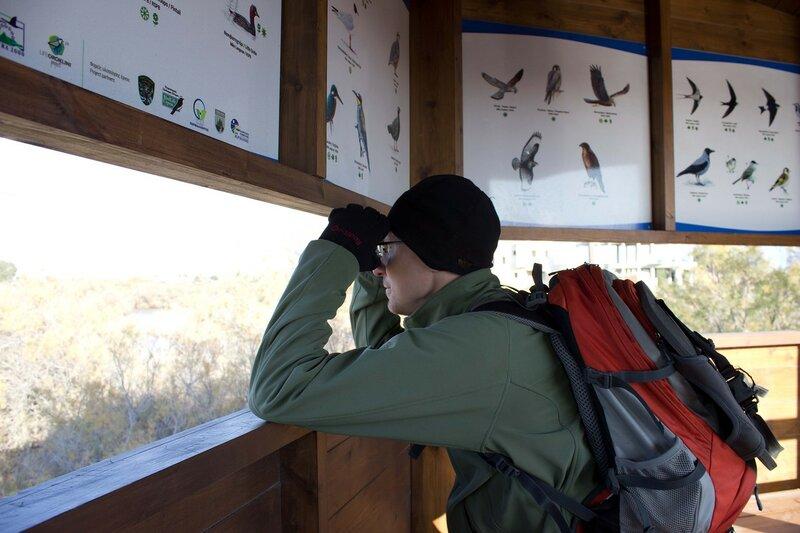 вышка для наблюдения за птицами у соленого озера Ороклина