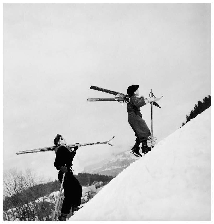 1936. Пьеретта и Мишель поднимаются по склону, Альпы. Межев