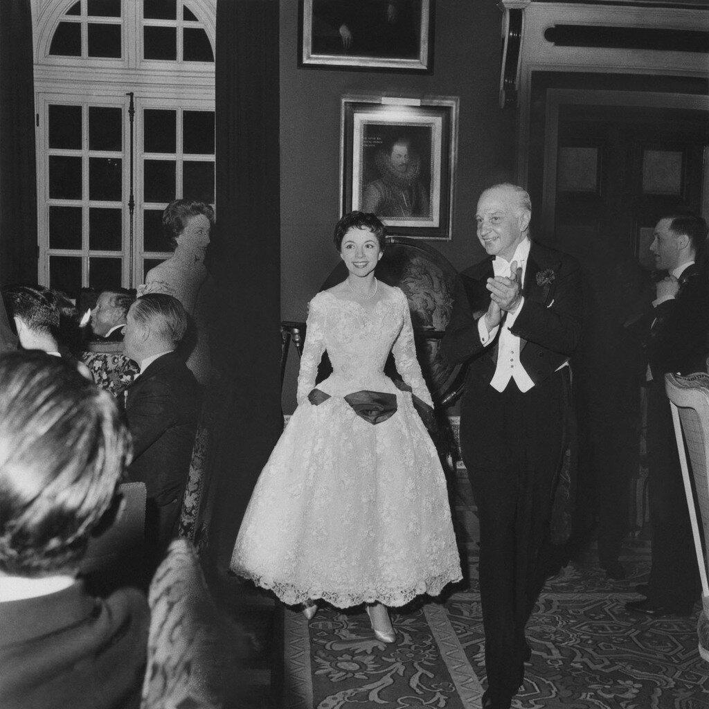 1957. Мишелин Буде и Шарль де Бейстегуй в замке де Грусэй