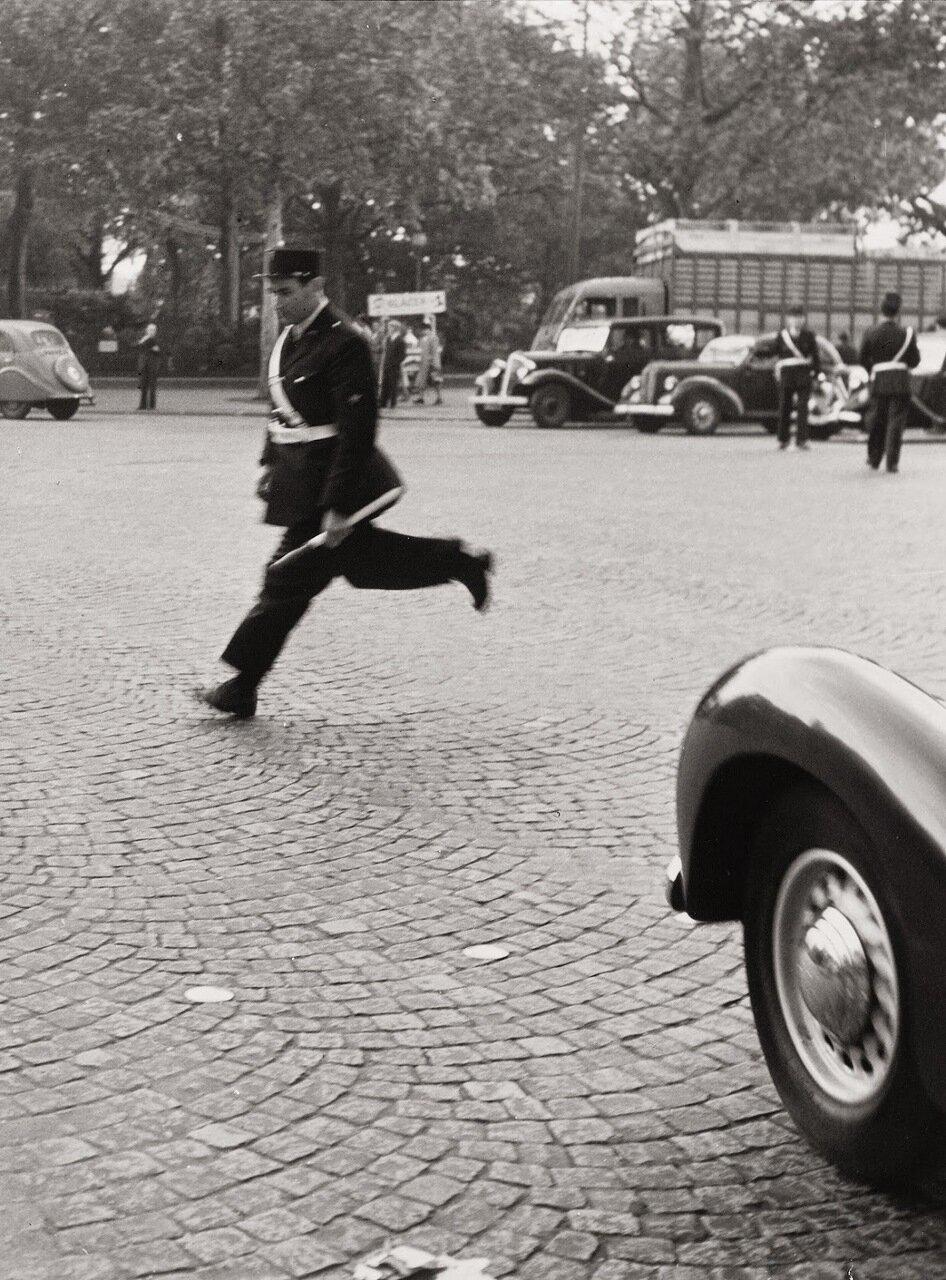 1950. Дорожный полицейский