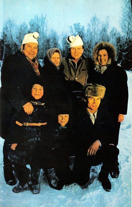 Эта семья пригласила Дина покататься с ними на лыжах. Позже он узнал, что пожилая женщина относилась к нему с подозрением