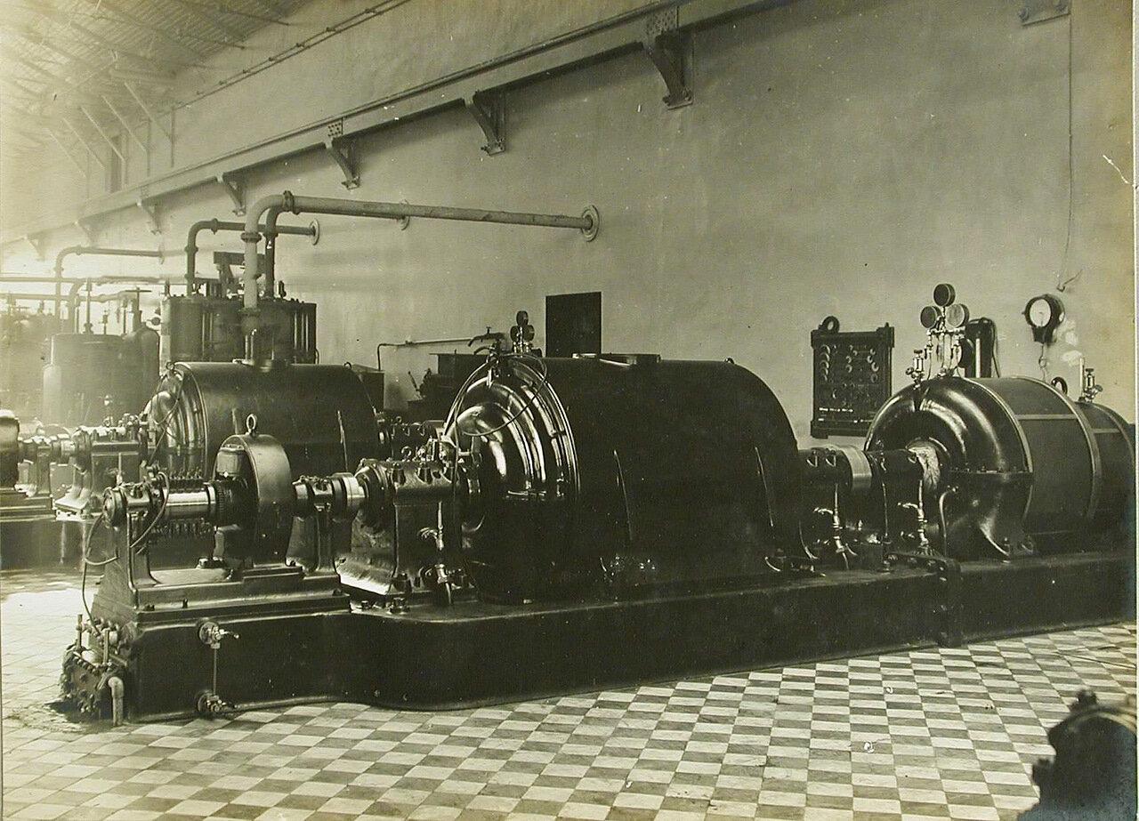 21. Общий вид динамо-машин, установленных в одном из цехов завода. 24 марта 1910