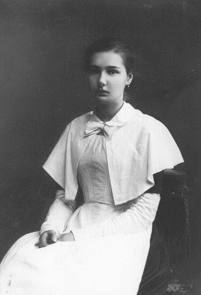 Дочь П.А.Столыпина Елена в форме воспитанницы Смольного института благородных девиц