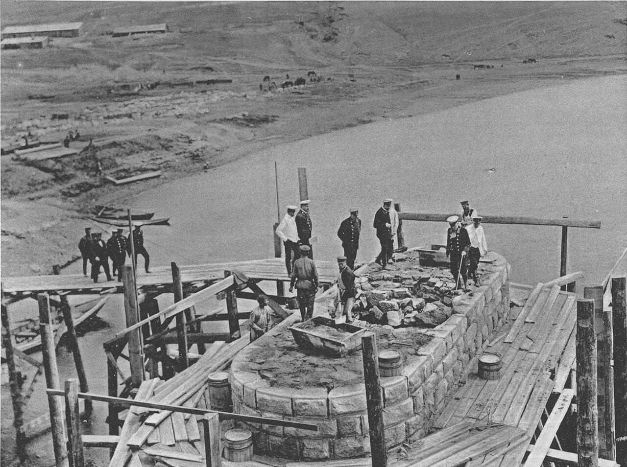 84. 2985 верста. Осмотр кладки быка моста через р. Белую. Строительный период 1910