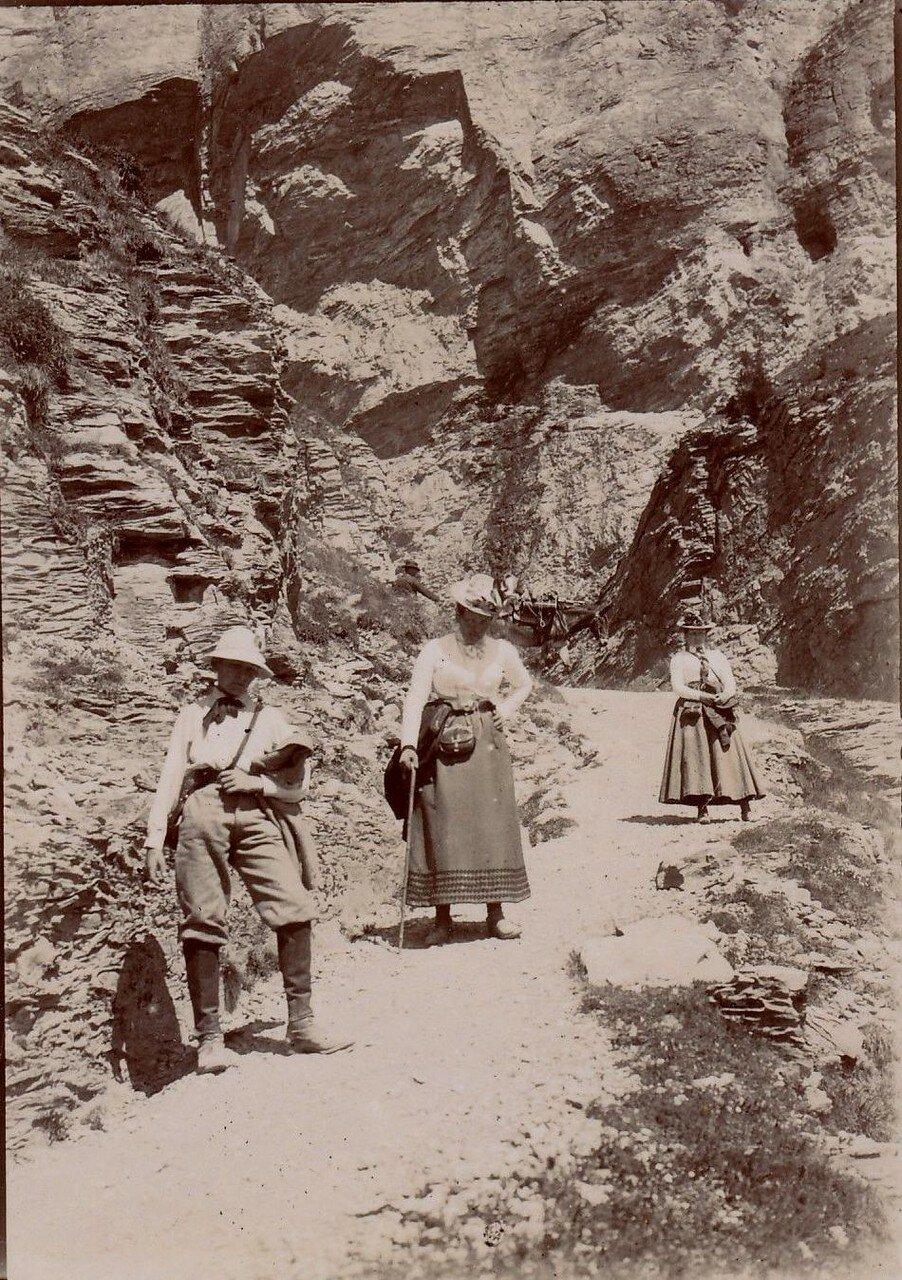 Спуск с перевала Гемми
