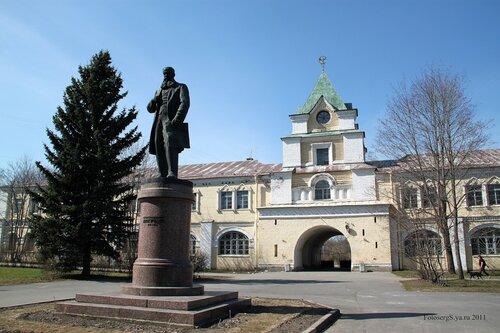 Памятник В.В. Докучаеву