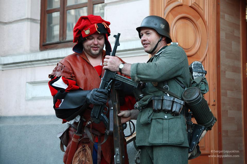 Ну что, братан, неглядя махнемся? Акция «Ночь в музее» в Волгоградском областном краеведческом музее.
