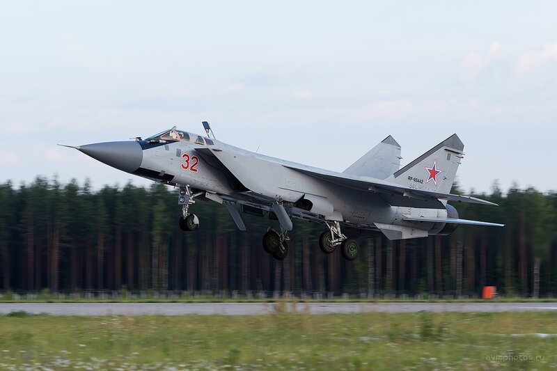 Микоян-Гуревич МиГ-31БМ (RF-92442 / 32 красный) D806682e