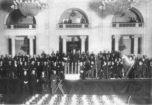 Придворный оркестр под управлением Рихарда Штрауса на сцене во время благотворительного концерта в зале Дворянского собрания. 1913 г.