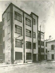 Образец дома железо-бетонной конструкции - сооружение строительной конторы товарищества.