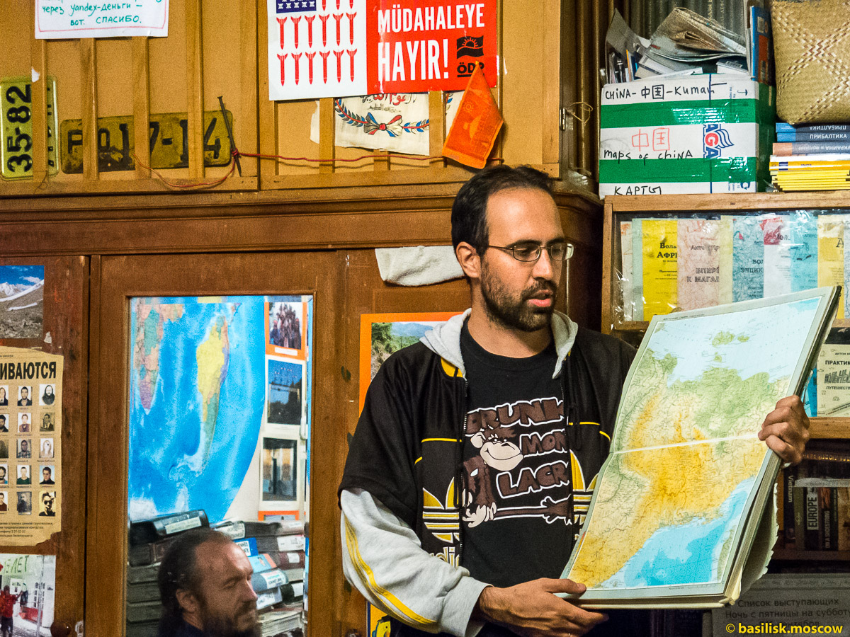 Итальянский путешественник Даниэле в квартире Антона Кротова.