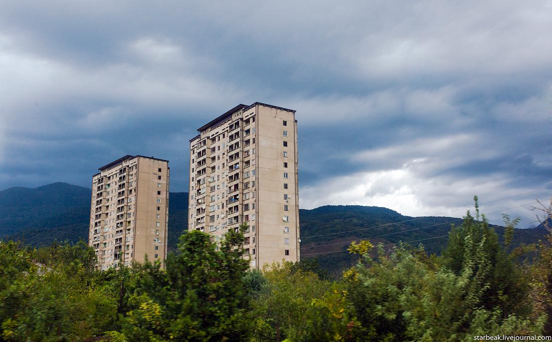 Жилые дома в Абхазии... 20 лет после войны...