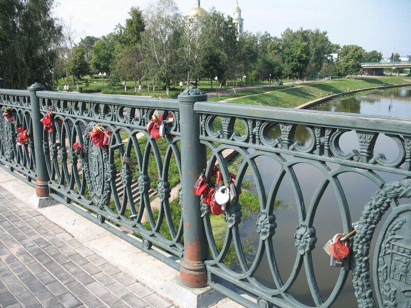 Орел. Замочки молодоженов на мосту.