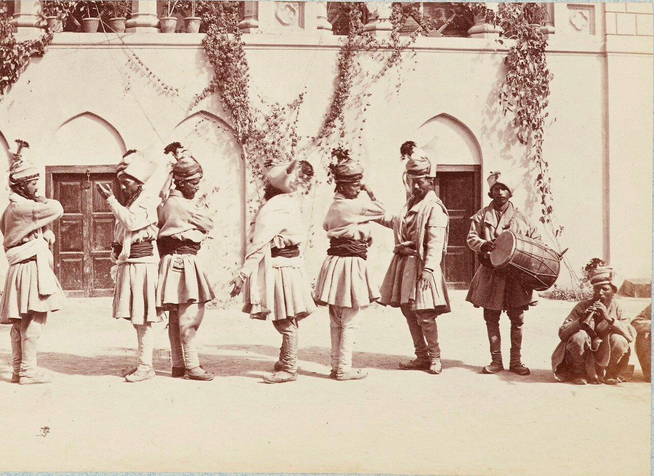 180. Группа танцующих. вторая позиция (вариант снимка 49)