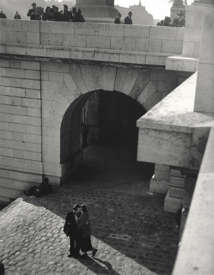 1950. Поцелуй на Набережной Лувра