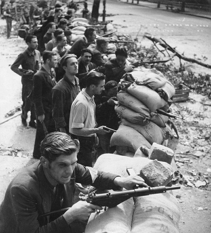 1944. Баррикады