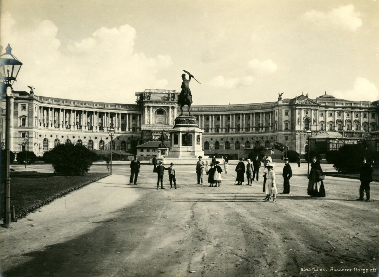 Вена. Замковая площадь