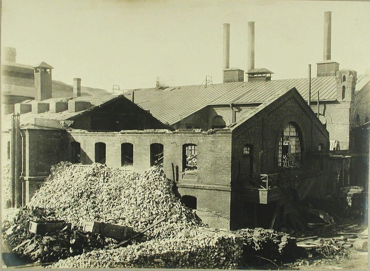 02. Внешний вид одного из цехов завода во время ремонта. 21 октября 1908