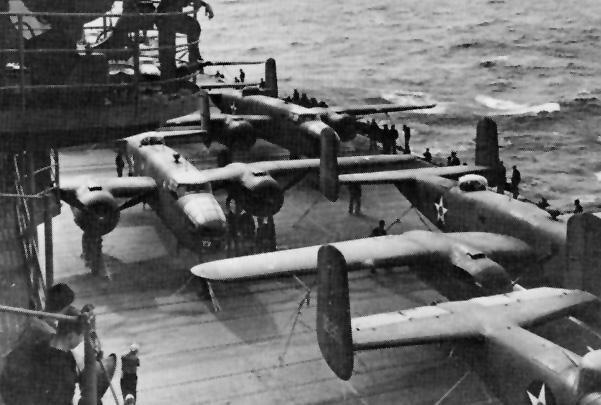 B-25 Митчел, на борту авианосца «Хорнет», 18 апреля 1942 года