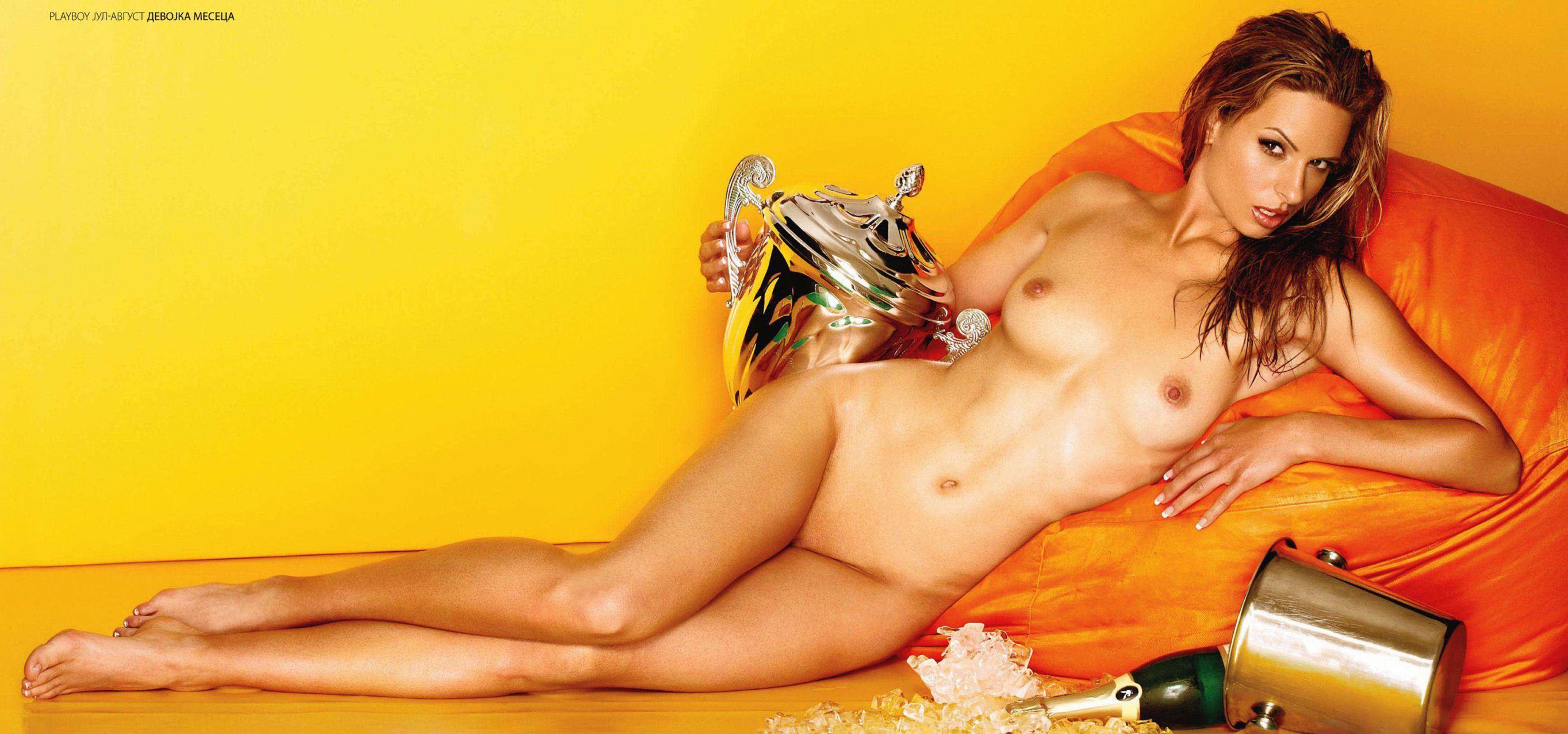 Любица Аврамович / Ljubica Avramovic in Playboy Serbia july-august 2011 - большой постер 4 мегапикселя