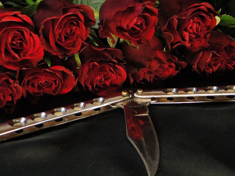 Картинка нож и роза