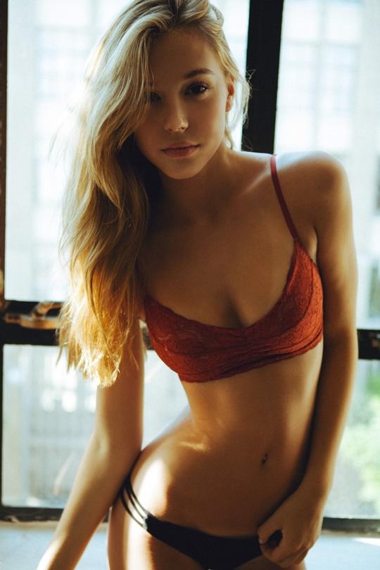 Красивые фотографии молодой модели Алексис Рен 0 142377 b5e43e6b orig