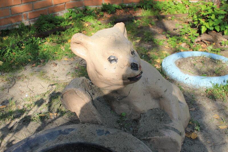 Бетонный медведь.