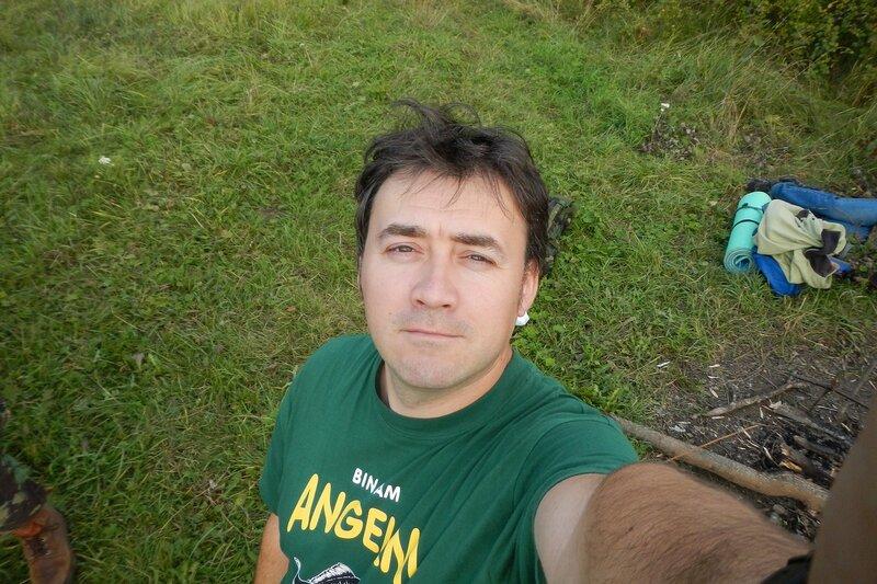 Антон придуряется с фотоаппаратом