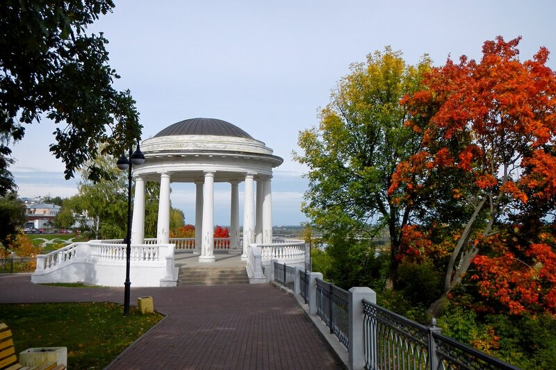 Осень в Александровском саду: береговая ротонда