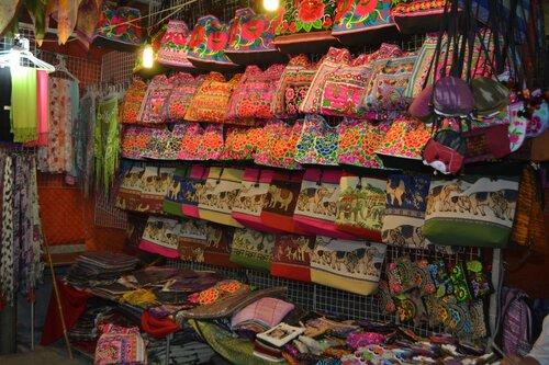Сумки, ночной рынок на Пхукете