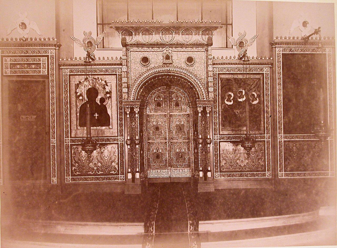 03. Вид иконостаса в церкви лечебницы