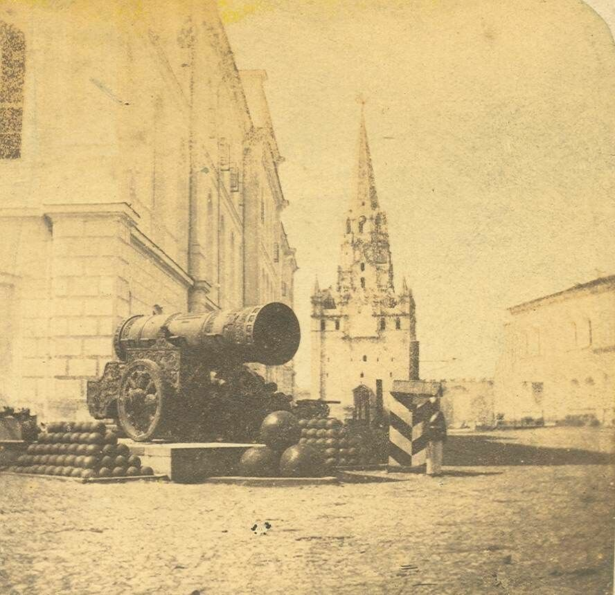697. Кремль. Царь пушка