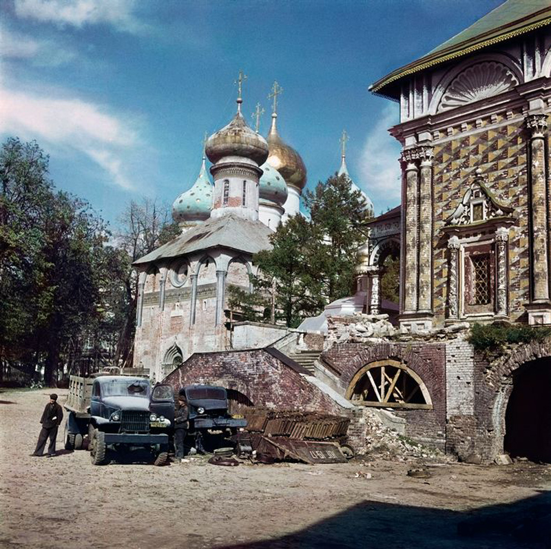 Sergiyev Posad. 1947. War damage near Trinity Lavra of Saint Sergius.jpg