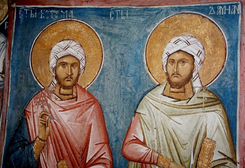 Святые мученики и бессребреники Косма и Дамиан Аравийские. Фреска монастыря Высокие Дечаны, Косово, Сербия. Около 1350 года.