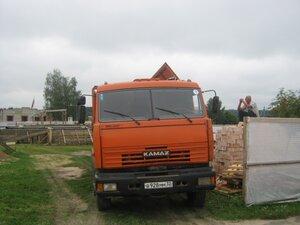 Для строительства православной часовни завозят строительные материалы.