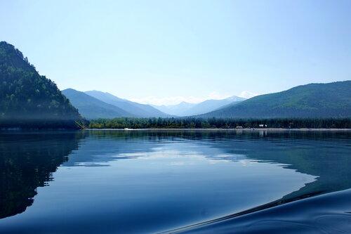 Глубокое и синеокое озеро Байкал