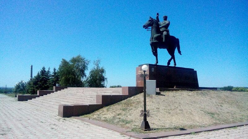 Памятник Ворошилову.jpg