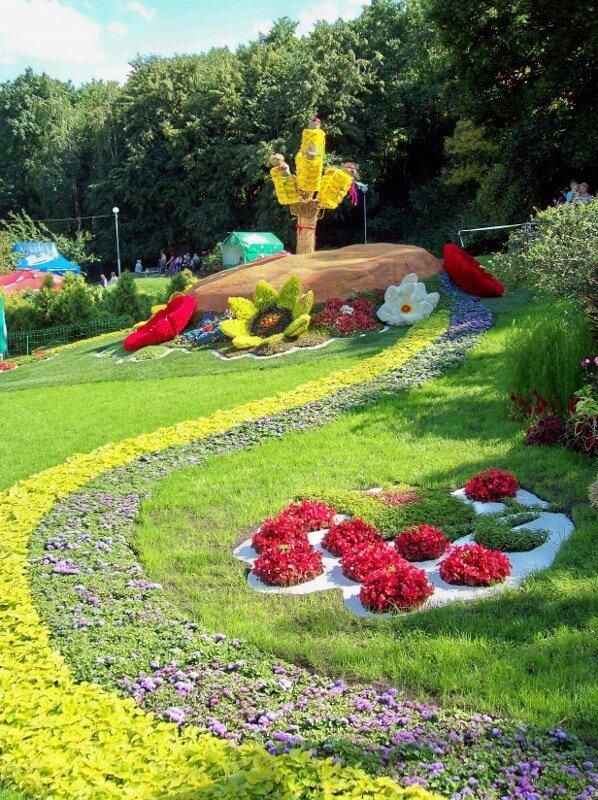 Киев. Колосья из цветов на выставке цветов 2011