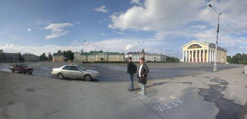 На площади Кирова целых два театра