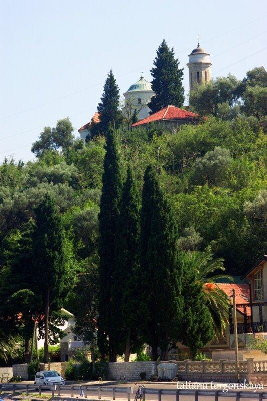 Вид на церковь с трассы